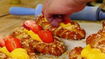 Ministriezel mit Vanillecreme und Erdbeeren